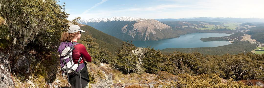 Trekking in New Zealand with a view of Nelson Lakes