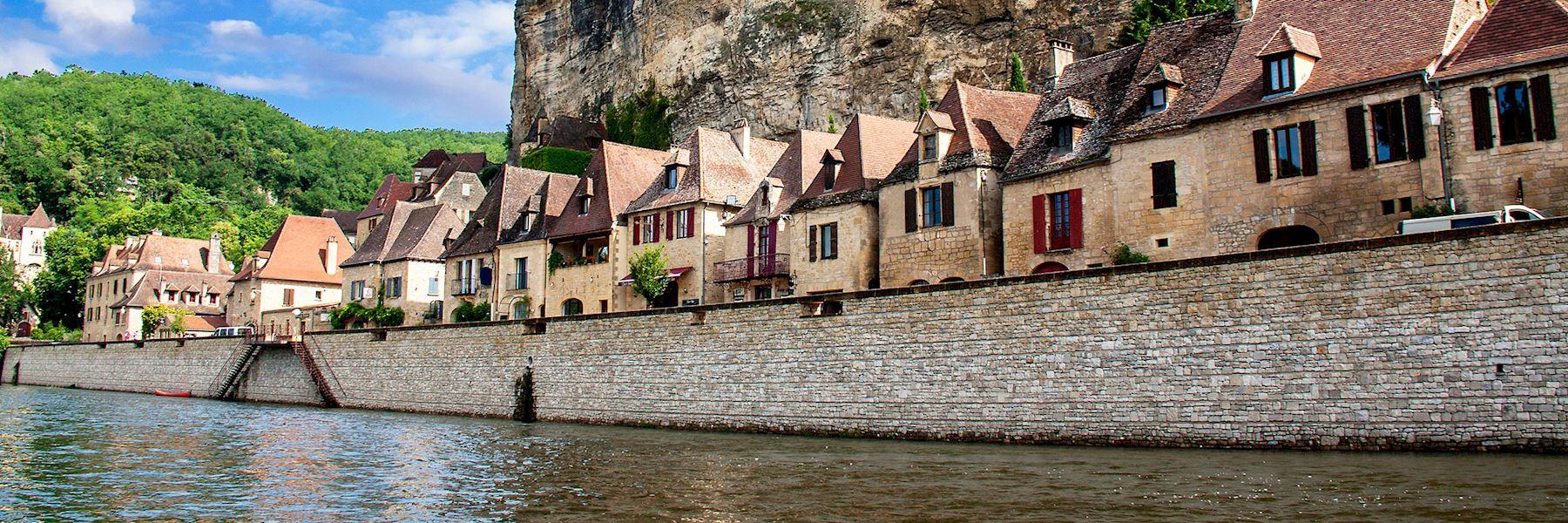 Visit La Roque-Gageac, France