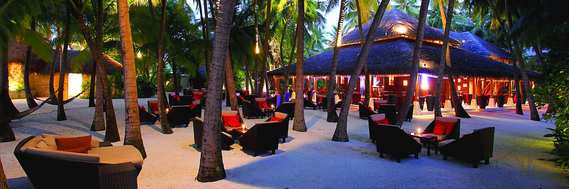 Sails Bar in Baros Maldives