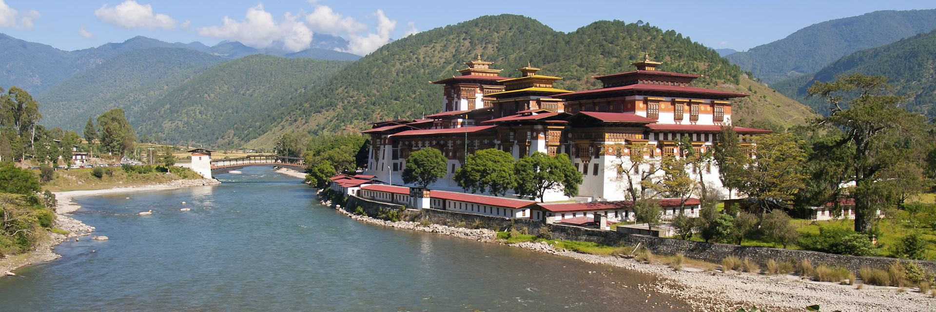 Punakha Dzong and the Mo Chhu River