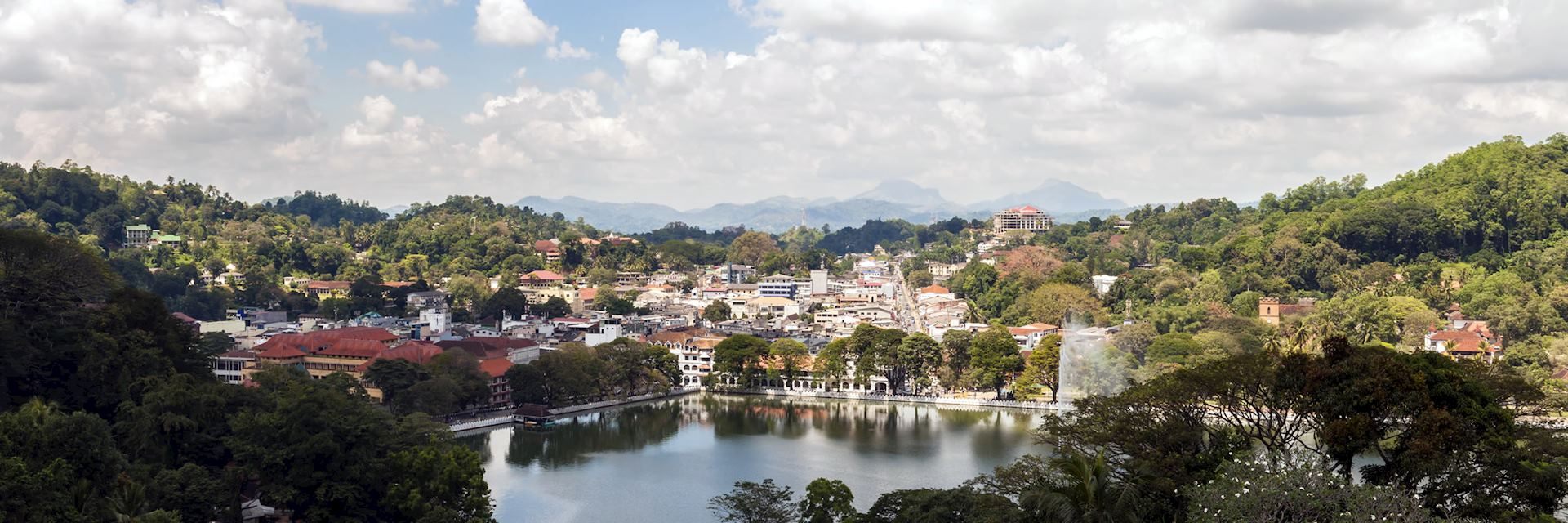 At the heart of Kandy is Lake Bogambara