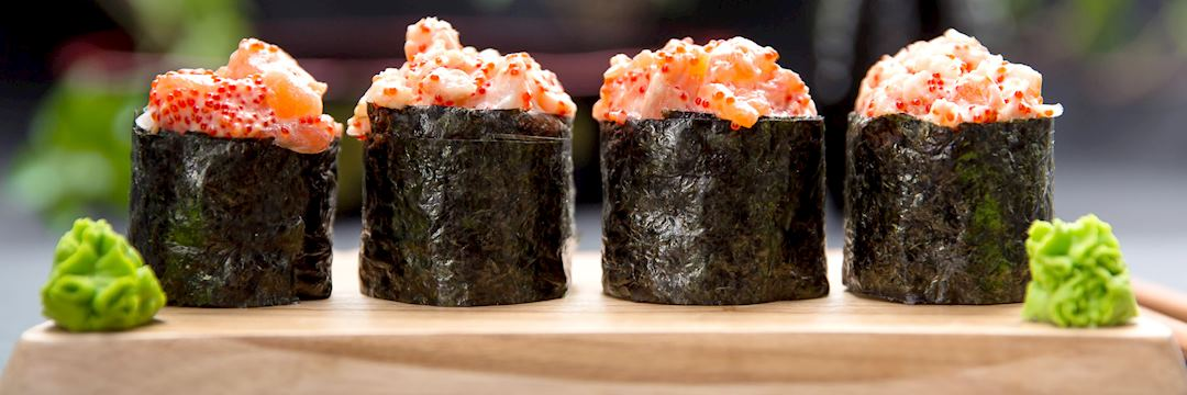 Sushi Gunkan mako with crab and salmon